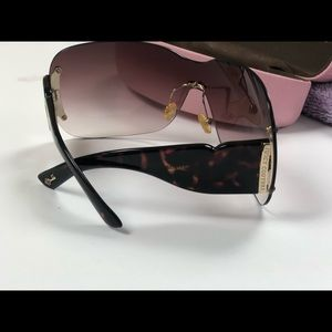 Juicy Couture Accessories - Juicy Couture woman's sunglasses